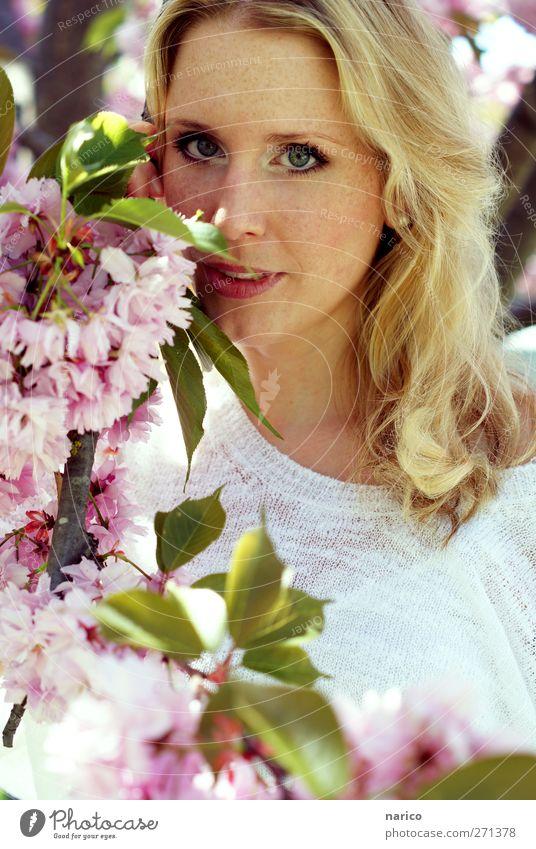 summertime I Mensch Frau Natur Jugendliche weiß schön Baum Pflanze Sommer Gesicht Erwachsene feminin Gefühle Frühling Haare & Frisuren Blüte