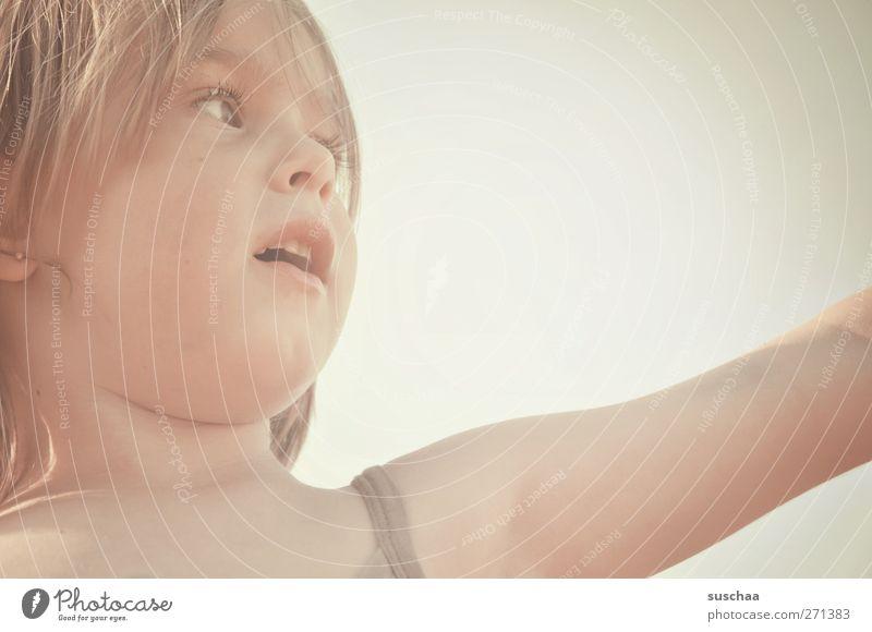 was zeigen ... Mensch Kind Himmel Sommer Mädchen Gesicht Auge feminin Haare & Frisuren Kopf Kindheit Arme Mund Haut Nase Fröhlichkeit