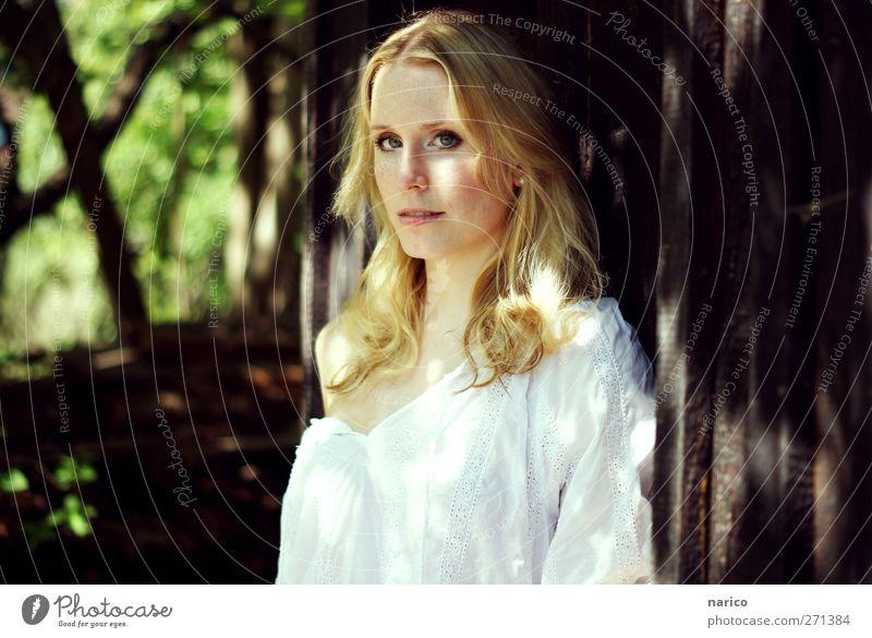 summertime III Mensch Frau Natur Jugendliche weiß grün schön Gesicht Erwachsene Wald dunkel feminin Haare & Frisuren Garten hell Park