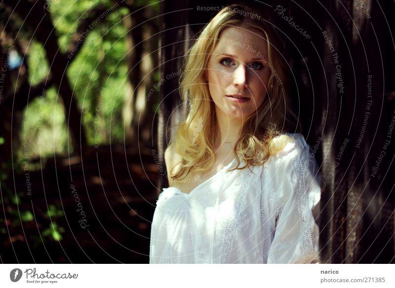 summertime IV Mensch Frau Natur Jugendliche weiß schön Pflanze Sommer Erwachsene feminin träumen Park blond 18-30 Jahre Stoff einfach