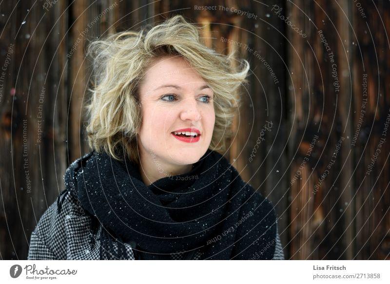 schauen, blond, kurzhaarig, Schneefall Ferien & Urlaub & Reisen Frau Erwachsene 1 Mensch 18-30 Jahre Jugendliche Winter entdecken Blick Freundlichkeit schön