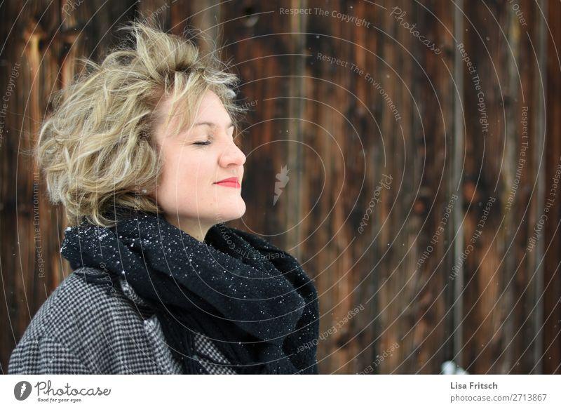 DURCHATMEN Lifestyle schön Gesundheit ruhig Meditation Winter Schnee Winterurlaub Frau Erwachsene 1 Mensch 18-30 Jahre Jugendliche Schneefall Schal blond