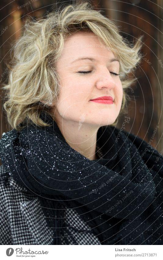Durchatmen, Schnee, rote Lippen, Frau, hübsch Lifestyle schön Gesundheit Allergie Erwachsene 1 Mensch 18-30 Jahre Jugendliche Schneefall Schal blond kurzhaarig