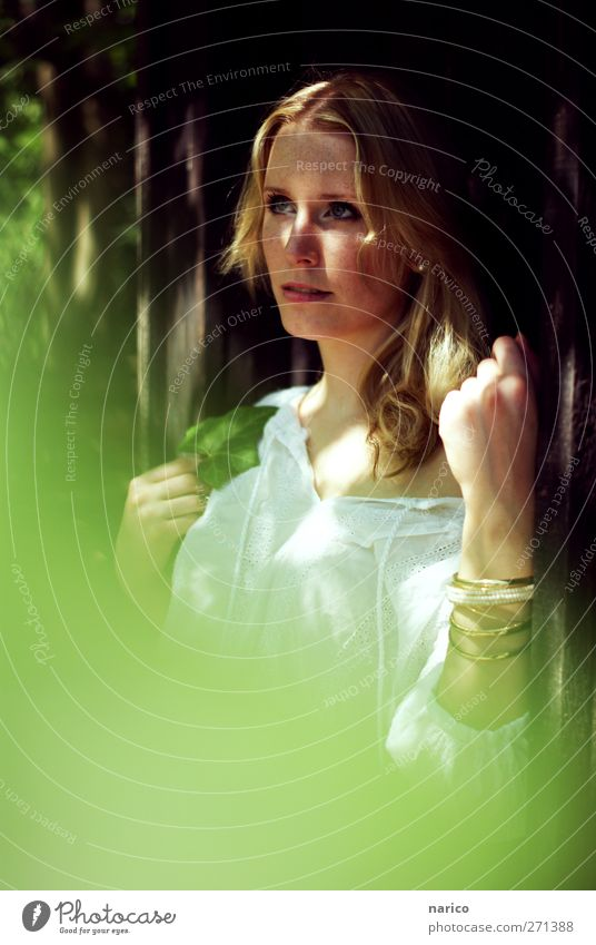 summertime VI Mensch Frau Natur Jugendliche weiß grün schön Pflanze Sommer Blatt Erwachsene feminin Denken träumen blond natürlich