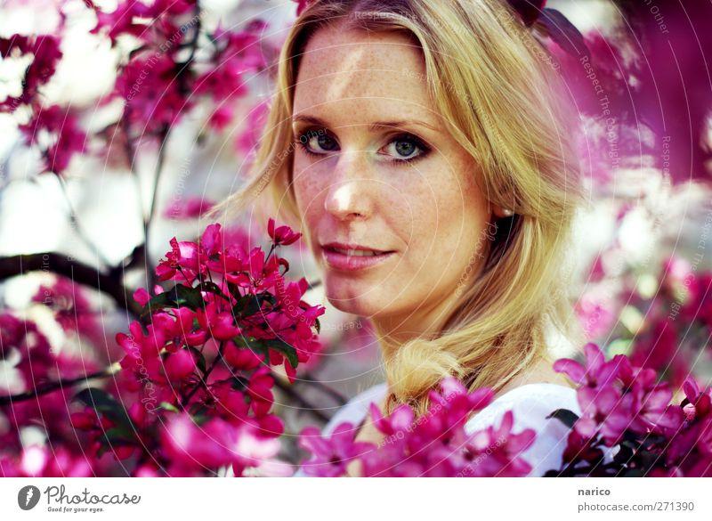 summertime VIII Mensch Frau Natur Jugendliche Baum Pflanze Sommer Erwachsene feminin Kopf Blüte träumen blond 18-30 Jahre beobachten Lächeln