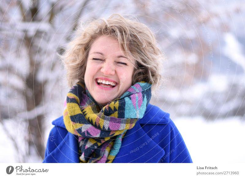 Frau, Locken, blond, bunte Kleidung Erwachsene 1 Mensch 18-30 Jahre Jugendliche Mode Schal kurzhaarig Erholung genießen lachen frech Fröhlichkeit Glück schön