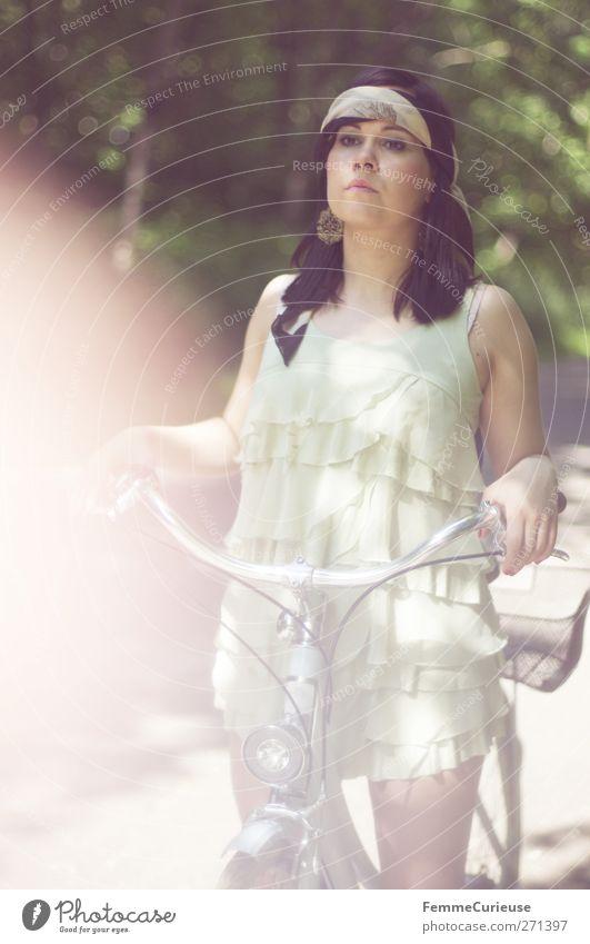 On her way II. Lifestyle elegant Stil schön Junge Frau Jugendliche Erwachsene 1 Mensch 18-30 Jahre Bewegung Fahrrad Fahrradfahren Kleid Tuch wickeln Park
