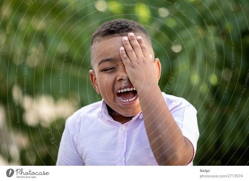Happy child covering his eye in the park Lifestyle Freude Gesicht Spielen Kind Mensch Junge Mann Erwachsene Kindheit Fröhlichkeit klein lustig niedlich schwarz