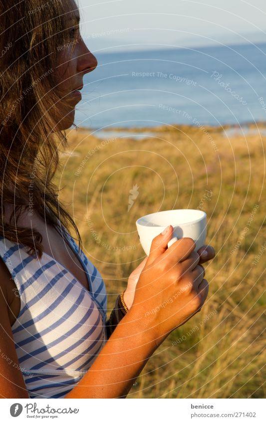 good morning Frau Mensch Strand Ferien & Urlaub & Reisen Kaffee Tee Getränk trinken Außenaufnahme Natur Einsamkeit Spiritualität Wiese Sonnenaufgang Morgen