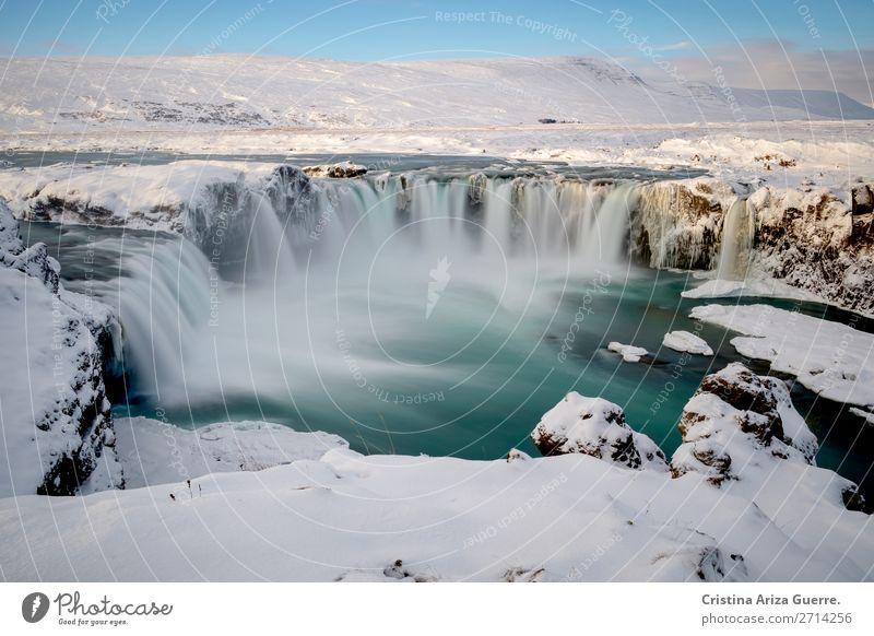 Godafoss-Wasserfall in Island Winter Langzeitbelichtung Schnee Eis Landschaft Natur Außenaufnahme Tourismus Tag Ferien & Urlaub & Reisen