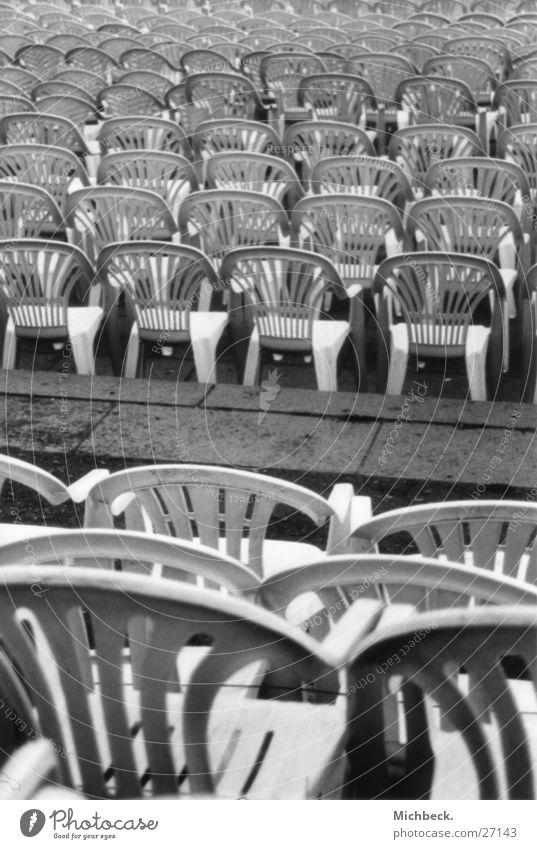 Sitzreihe Einsamkeit sitzen leer Sitzgelegenheit Sitzreihe