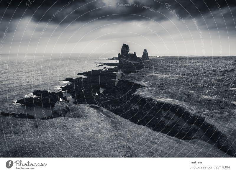 Snaefellsness Landschaft Himmel Wolken Gewitterwolken Horizont Frühling schlechtes Wetter Regen Felsen Gipfel Schlucht Wellen Küste Strand Bucht Meer