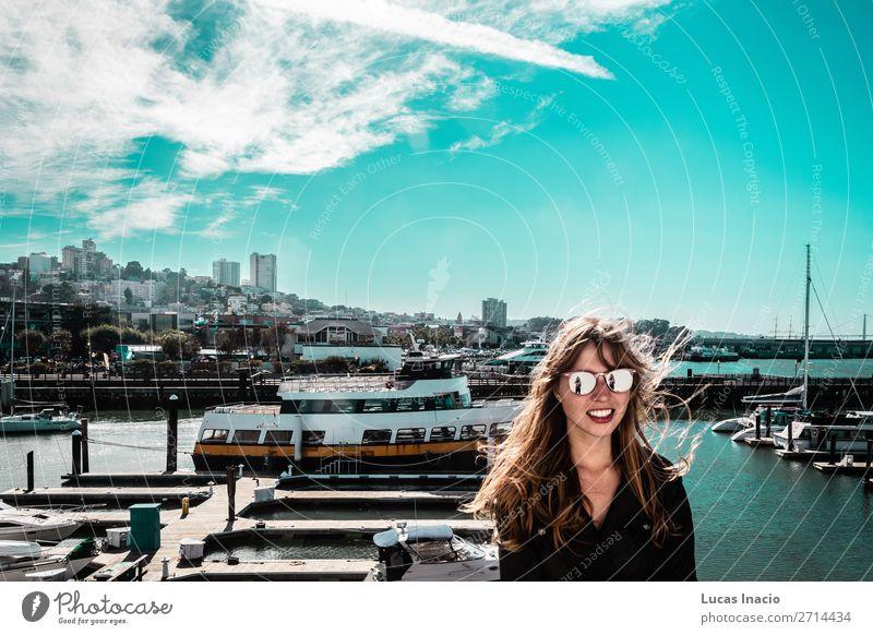 Mädchen an der Küste von San Francisco, Kalifornien Ferien & Urlaub & Reisen Tourismus Sommer Strand Meer Haus Büro Business Mensch feminin Junge Frau