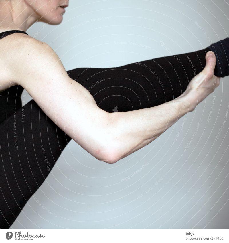 Frühsport mit photocase sportlich Fitness Sport-Training Sportler Turnen Dehnübung Frau Erwachsene Leben Körper Arme Beine Nur eine Frau allein 1 Mensch
