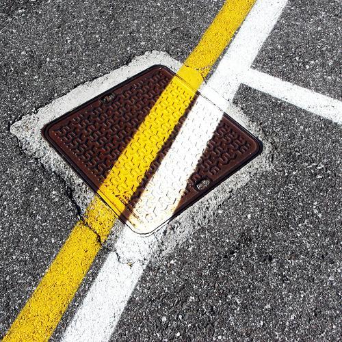 street art   on the road again Baustelle Straße Asphalt Teer Gully Farbstoff Linie Streifen Sicherheit Schutz Partnerschaft Design entdecken Entschlossenheit