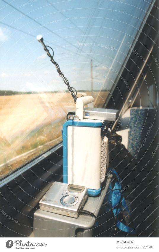 Soundsystem Eisenbahn Kabelsalat Lautsprecher Elektrisches Gerät Technik & Technologie MD-Player FM-Sender Radio Begrüßung Klang Groove Musik verdrahtet