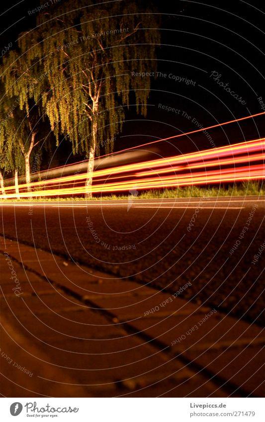 Mauer aus Licht Verkehr Verkehrsmittel Verkehrswege Straßenverkehr Fahrzeug PKW leuchten Farbfoto Außenaufnahme Nacht Kunstlicht Lichterscheinung