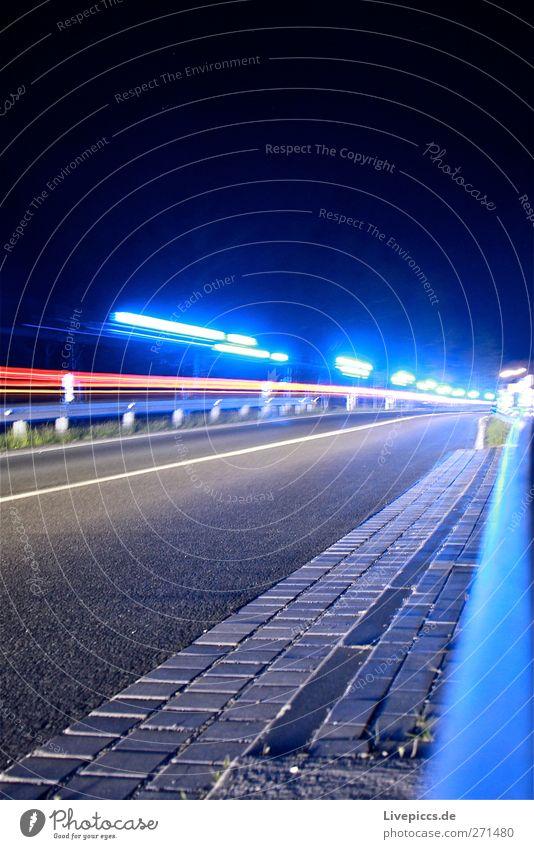 Blaulicht bei Nacht Straße PKW Verkehr leuchten Brücke Dienstleistungsgewerbe Verkehrswege Fahrzeug Autofahren Straßenverkehr Verkehrsmittel