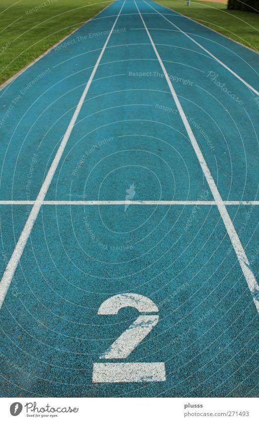 Bahn 2 Sport Fitness Sport-Training Leichtathletik Erfolg Sportstätten Rennbahn rennen Spuren fokussieren blau grün Leichtathletikbahn laufen Startschuss