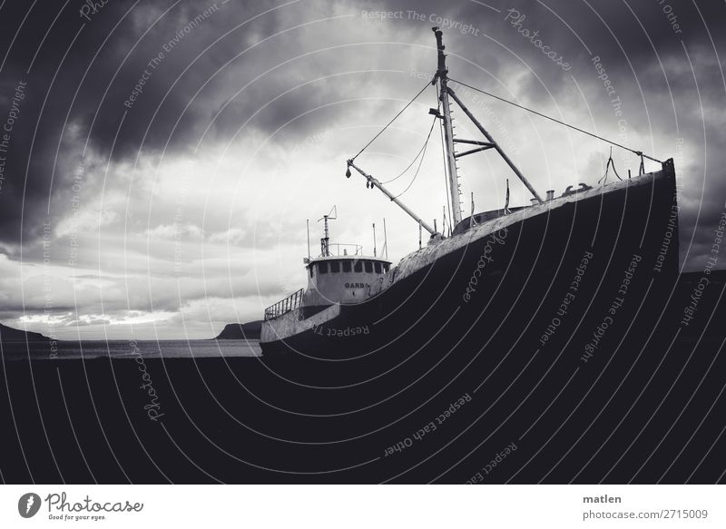 Gestrandet Himmel alt Landschaft Meer Wolken Strand dunkel Küste Wasserfahrzeug Horizont liegen Bucht Schifffahrt maritim Fjord schlechtes Wetter