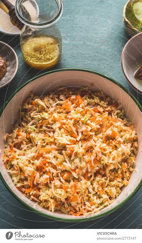 Schüssel mit Weißkohl Möhren Salat Lebensmittel Gemüse Salatbeilage Ernährung Mittagessen Bioprodukte Vegetarische Ernährung Diät Geschirr Schalen & Schüsseln