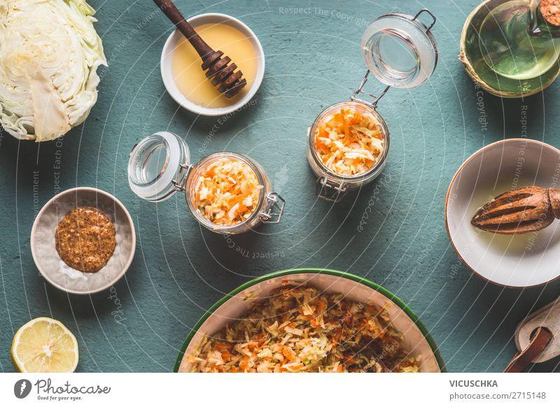 Kohlsalat in Gläser mit Zutaten Lebensmittel Gemüse Salat Salatbeilage Ernährung Mittagessen Bioprodukte Vegetarische Ernährung Diät Schalen & Schüsseln Glas