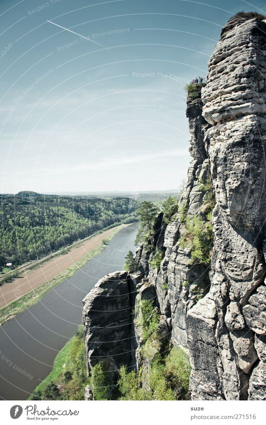 Schöne Elbe Umwelt Natur Landschaft Himmel Wolkenloser Himmel Frühling Klima Schönes Wetter Felsen Berge u. Gebirge Flussufer authentisch groß hoch wild blau