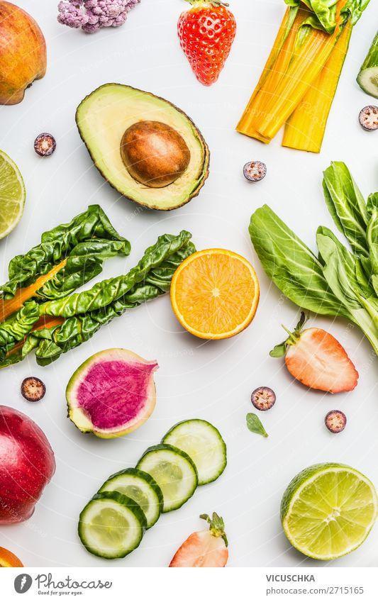Gesundes Obst und Gemüse für sauberes Essen Lebensmittel Salat Salatbeilage Frucht Apfel Orange Ernährung Bioprodukte Vegetarische Ernährung Diät kaufen Stil