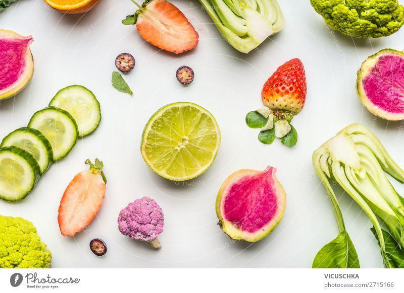 Buntes Sommer Obst und Gemüse auf weiß Lebensmittel Salat Salatbeilage Frucht Ernährung Bioprodukte Vegetarische Ernährung Diät kaufen Design Gesundheit