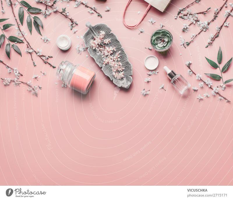 Gesichts Anti-Aging Kosmetik auf pastell rosa Hintergrund Stil Design schön Körperpflege Creme Gesundheit Behandlung Schreibtisch feminin Blume Mode
