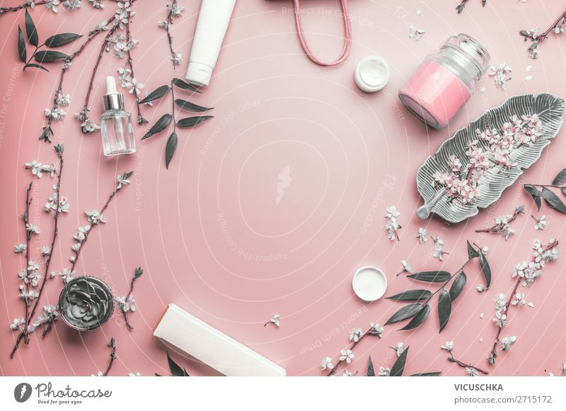 Modern Kosmetik, Beauty und Hautpflege kaufen Design schön Gesicht Creme Gesundheit Wellness rosa Hintergrundbild Serum modern Verpackung mock up Blüte Blatt