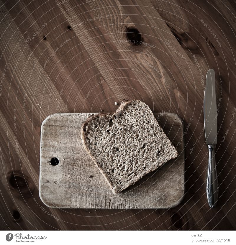 Kalte Küche weiß schwarz Holz grau Metall braun liegen Lebensmittel Ernährung einfach Appetit & Hunger Frühstück Brot Holzbrett eckig Messer