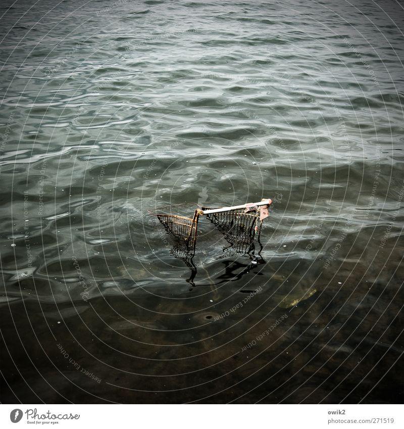 Danke für Ihren Einkauf Natur alt Wasser Einsamkeit dunkel Umwelt Schwimmen & Baden See Metall Wellen verrückt Vergänglichkeit Kunststoff Wut Verfall Gewalt