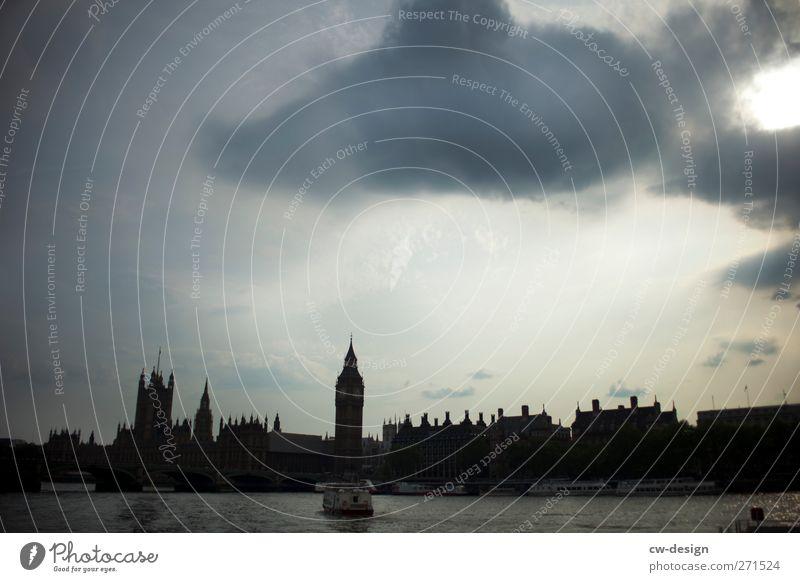 castellated Ferien & Urlaub & Reisen Tourismus Ausflug Sightseeing Städtereise Wolken Gewitterwolken schlechtes Wetter London England Großbritannien Hauptstadt