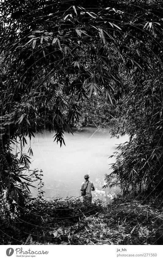Fluss Wasser Urwald Flussufer See Einsamkeit Angeln Umweltverschmutzung Bali Indonesien Asien Angler Einzelgänger Dreck dreckiges Wasser Abwasser