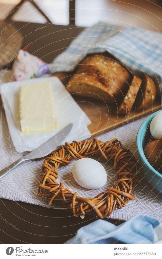 grün natürlich braun Dekoration & Verzierung frisch Tisch kochen & garen Küche Ostern Tradition Bauernhof Frühstück Brot heimwärts Teller Mahlzeit