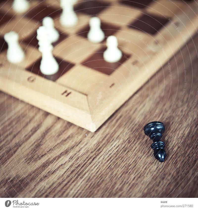 Verlaufen und gestürzt Freizeit & Hobby Spielen Brettspiel Schach Holz Denken liegen braun schwarz weiß Konzentration Schachfigur Schachbrett Holzbrett