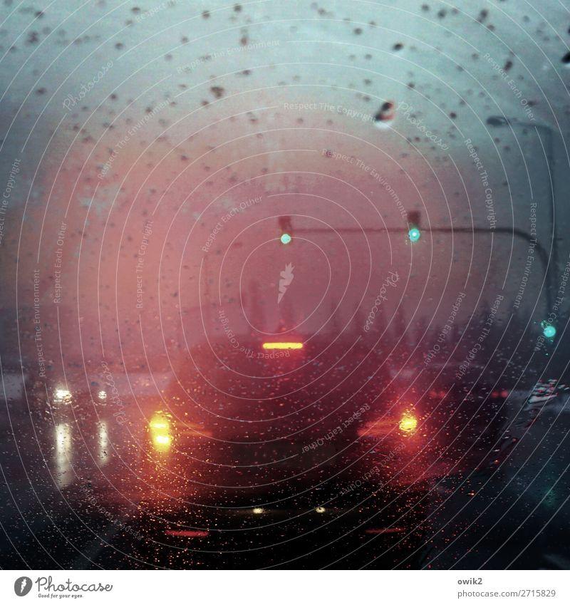 Und jetzt alle Himmel Stadt Winter Straße Regen PKW Verkehr leuchten glänzend Glas stehen warten Wassertropfen nass heimwärts Fahrzeug