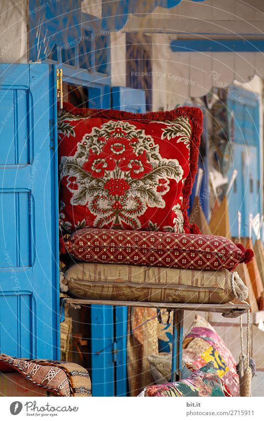 Kissen auf orientalischem Markt in Marrakesch, Marokko, Afrika. Ferien & Urlaub & Reisen blau schön rot Lifestyle Innenarchitektur Tourismus Häusliches Leben