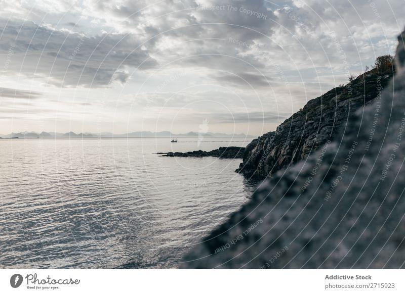 Felsenküste des Meeres Sonnenuntergang Natur Ferien & Urlaub & Reisen Himmel Klippe Stein Strand Küste Bucht Aussicht schön Idylle malerisch Gelassenheit Wasser