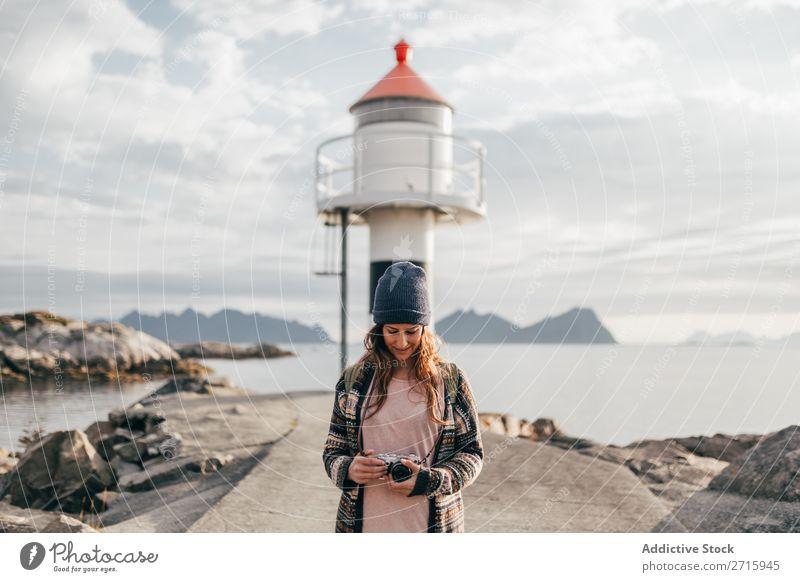 Frau mit Kamera im Wasserturm Fotokamera See Turm Natur Fotografie