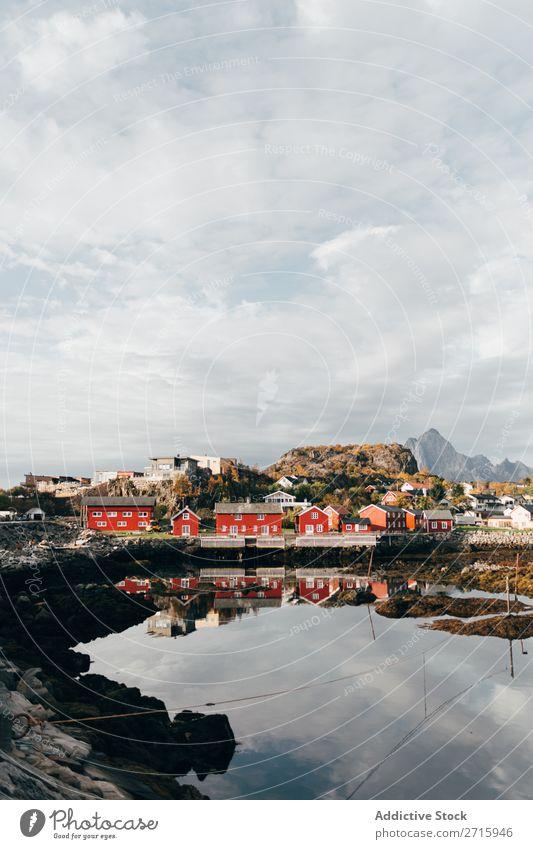 Kleinstadt am See Stadt Küste rot Haus Landschaft Dorf Architektur