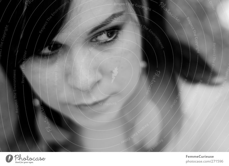 Wachsame Augen. Mensch Frau Jugendliche schön ruhig Gesicht Erwachsene Erholung feminin Kopf Stil träumen Junge Frau natürlich Haut 18-30 Jahre