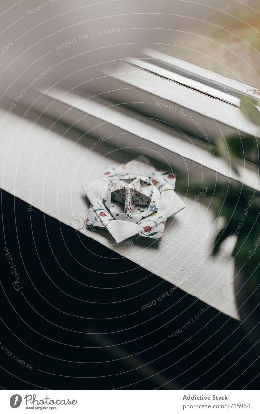 Blumen Origami auf Witwenschwelle Figur Schaffung Kugel Fenster Fensterbrett Papier Dekoration & Verzierung Objektfotografie Spielzeug verziert mehrfarbig