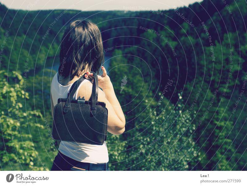 bis zum Horizont feminin Junge Frau Jugendliche Schwester Haare & Frisuren 1 Mensch 18-30 Jahre Erwachsene Top Handtasche brünett beobachten Denken genießen