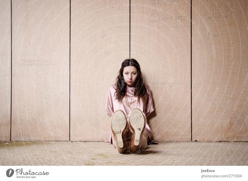 #226837 Mensch Frau schön Einsamkeit Erwachsene Erholung dunkel Gefühle Mode träumen Raum Schuhe Wohnung Freizeit & Hobby sitzen natürlich