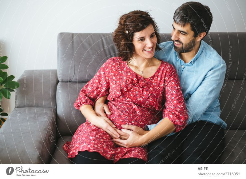 Frau Mann schön rot Blume Erwachsene Liebe Familie & Verwandtschaft Glück Paar Zusammensein Körper Lächeln sitzen Zukunft Baby