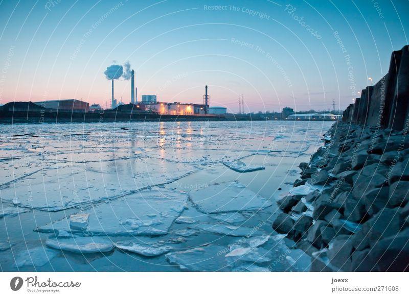 Puzzle Horizont Winter Schönes Wetter Eis Frost Menschenleer Industrieanlage Fabrik Hafen kalt blau gelb rosa schwarz Rheinhafen Farbfoto Außenaufnahme Abend