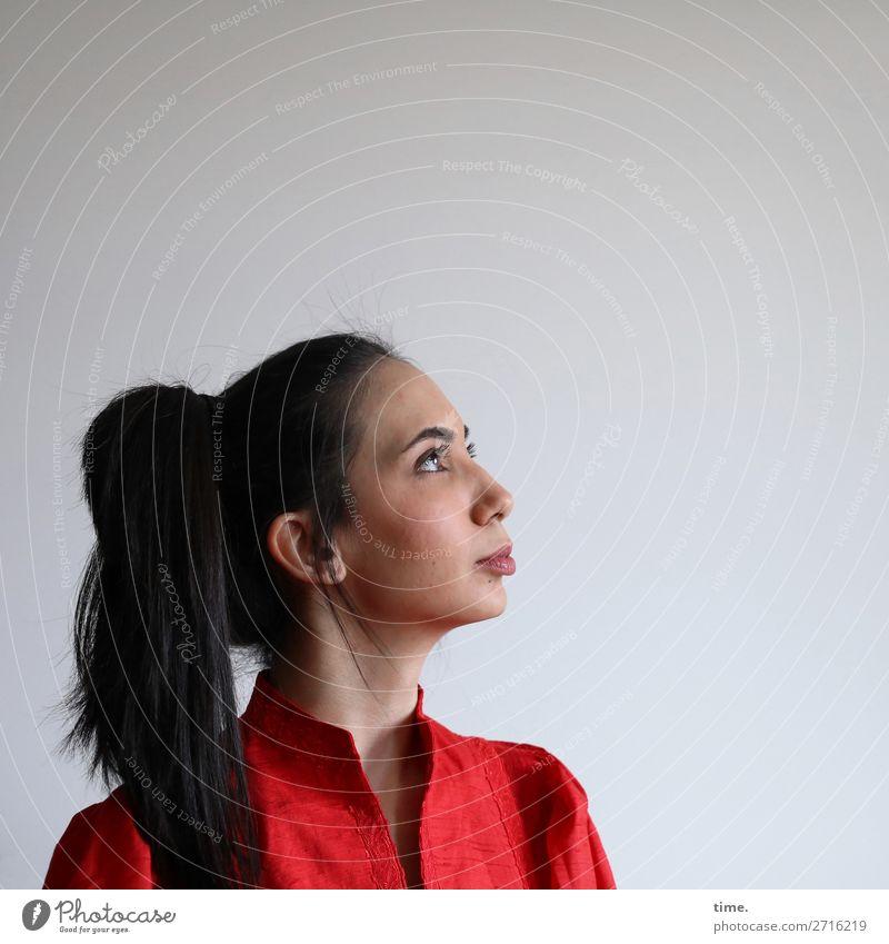 GizzyLovett feminin Frau Erwachsene 1 Mensch Kleid schwarzhaarig langhaarig Zopf beobachten Denken Blick schön selbstbewußt Wachsamkeit gewissenhaft Ausdauer