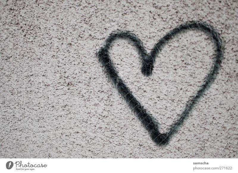 Herz aus Stein Valentinstag Einfamilienhaus Hochhaus Mauer Wand Fassade Zeichen Graffiti Liebe träumen Glück schwarz Gefühle Lebensfreude Frühlingsgefühle